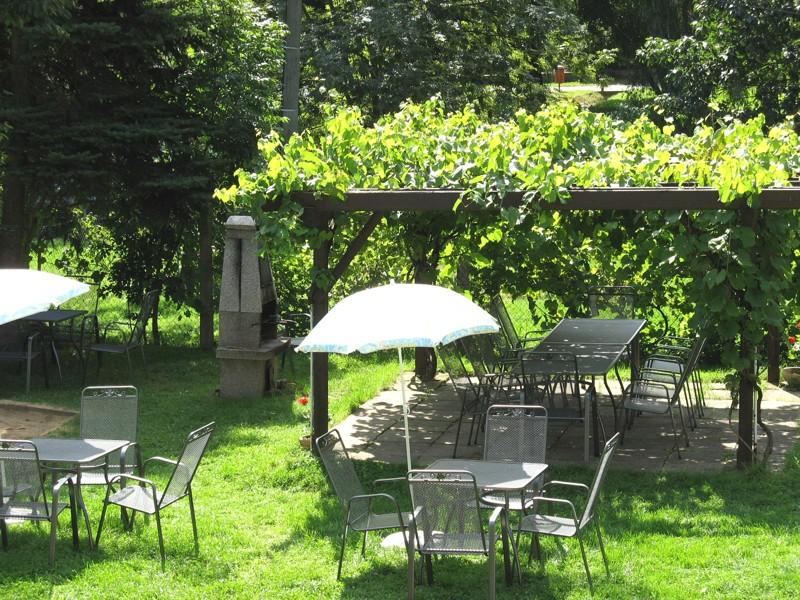Penzion Relax - zahrada s pergolou