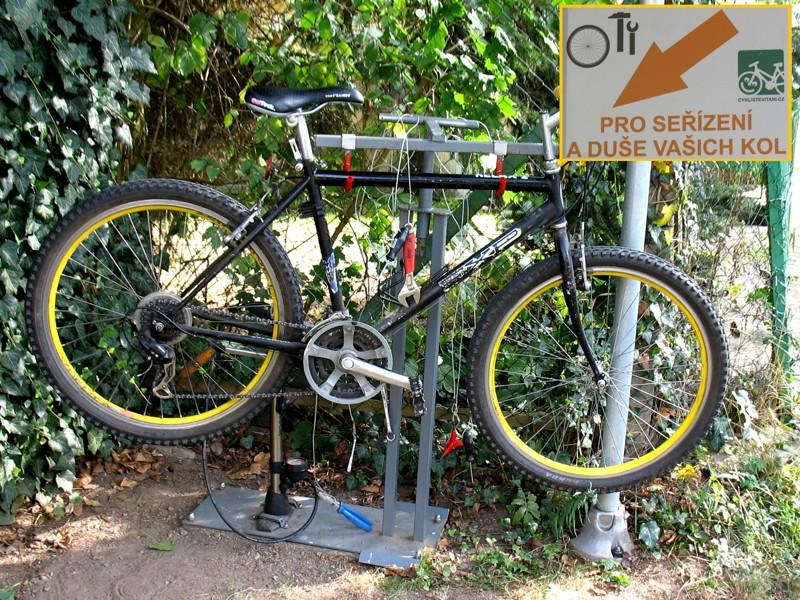 Servisní stojan pro cykloturisty