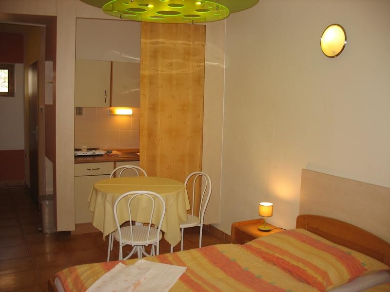 Studio č.7 - pokoj s kuchyňským koutem