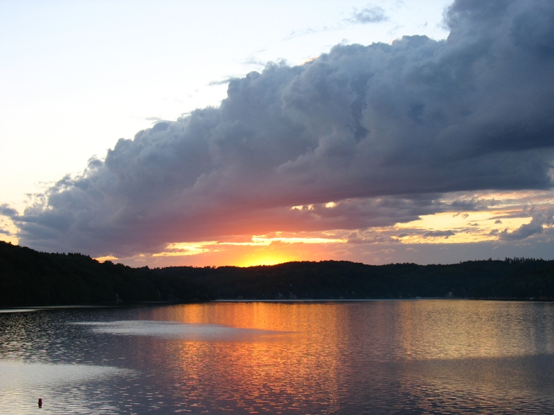 Vranovská přehrada - západ slunce nad přehradním jezerem