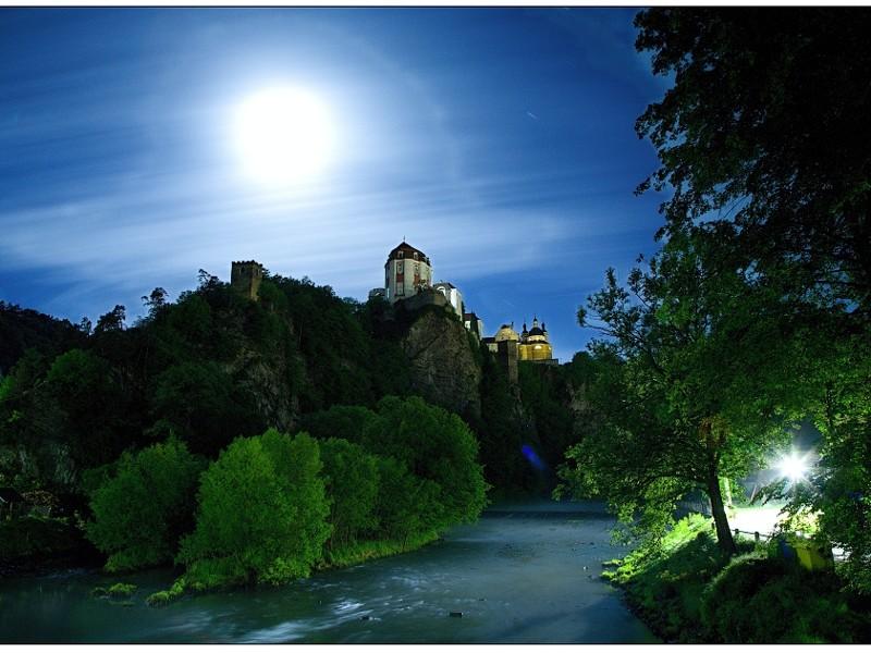 Vranovský zámek v noci