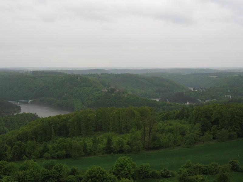 Výhled na Vranovskou přehradu z rozhledny Rumburak