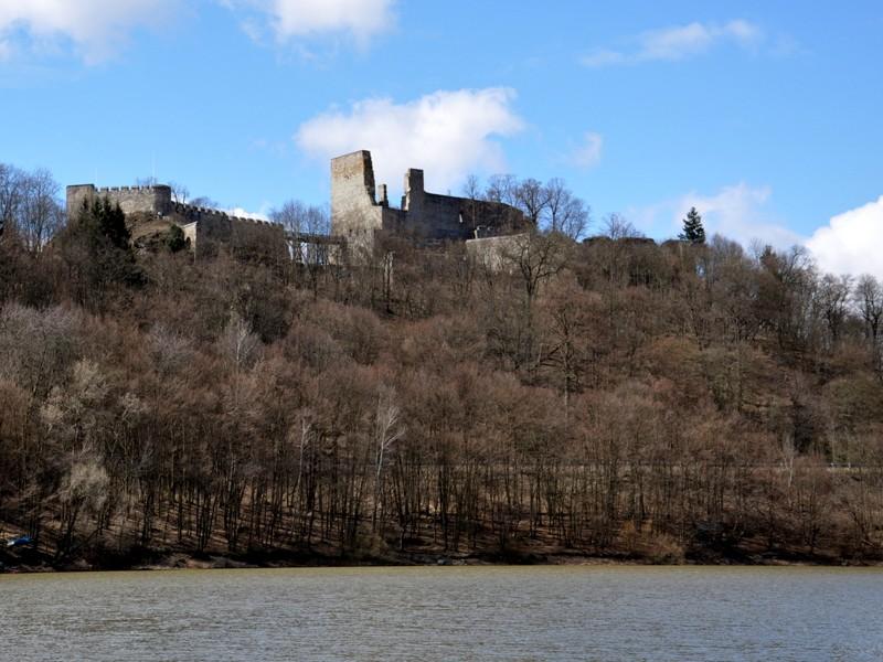 Vranovská přehrada - zřícenina hradu Cornštejn