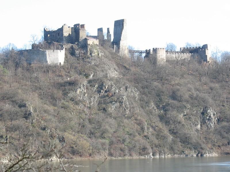 Zřícenina Cornštejn nad Vranovskou přehradou
